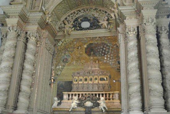 Vivanta by Taj - Fort Aguada, Goa : Gilded altar
