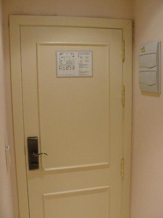Hotel Exe Suites 33 : Puerta de la suite
