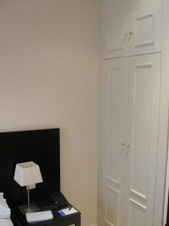 Hotel Exe Suites 33 : Closet