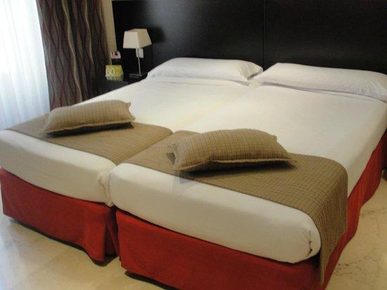 Hotel Exe Suites 33 : Cómodas camas