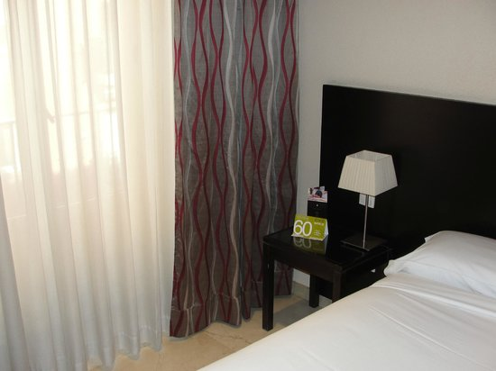 Hotel Exe Suites 33 : Buena iluminación