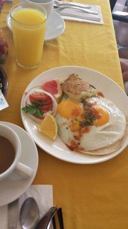 La Cazuela M & J: Huevos Tex Mex