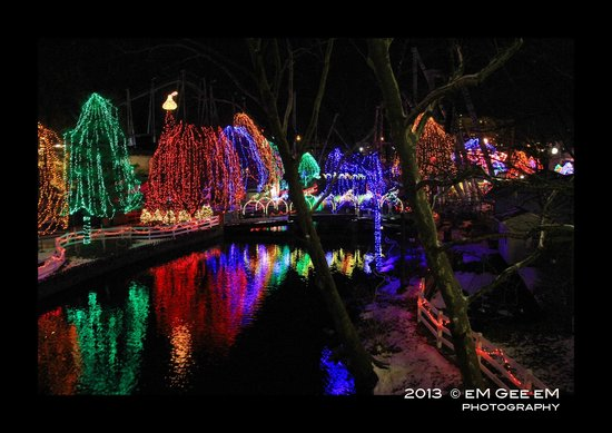 Homestead Lodging: Sing-along Christmas trees in Hershey Park