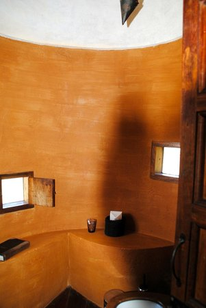 andBeyond Ngorongoro Crater Lodge: bathroom