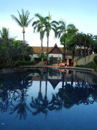 Novotel Phuket Resort: 2nd level pool