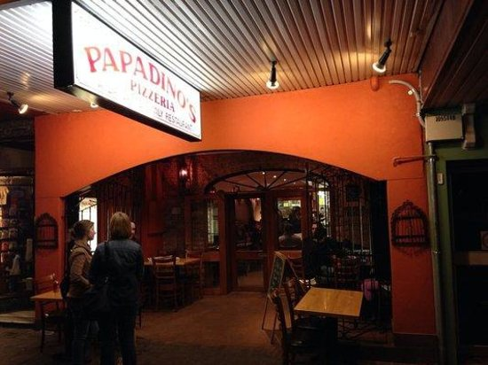 Papadino's Katoomba Pizzeria and Family Restaurant: Outside