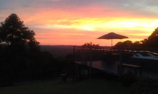 Montville Holiday Apartments: Sunset view from our room