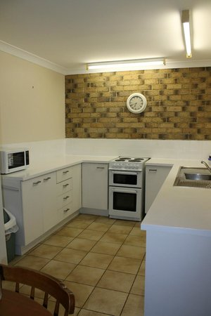 Montville Holiday Apartments: Kitchen