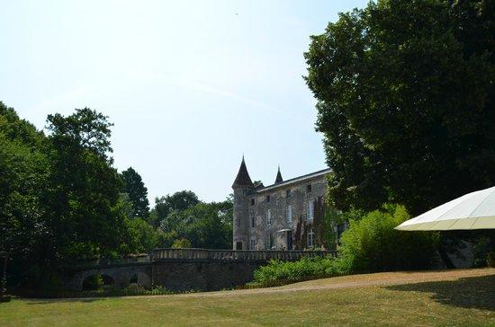 Chateau Lamothe du Prince Noir - Bordeaux : Slottet sett fra bassengområdet