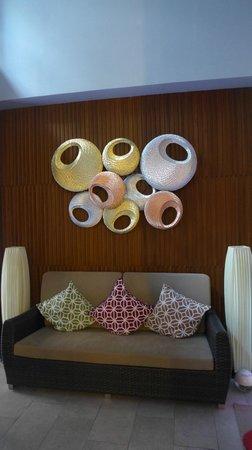 iCheck Inn Silom: lobby area