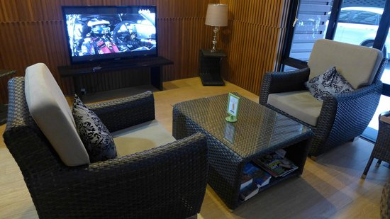 iCheck Inn Silom: lobby/communal area