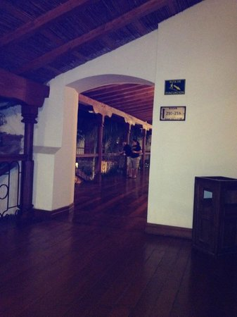 Hotel Plaza Colon: 2nd floor hall