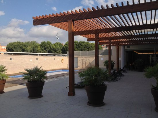 Hotel Tarraco Park : Vue de la piscine et partie de l'hôtel