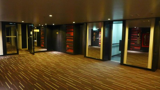 BEST WESTERN PREMIER Amaranth Suvarnabhumi Airport: lift lobby
