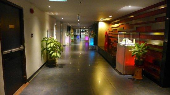 BEST WESTERN PREMIER Amaranth Suvarnabhumi Airport: artwork throughout the hotel