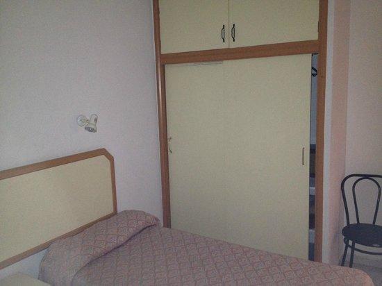 eo Hotels Las Gacelas Apartments: Bedroom Cupboards