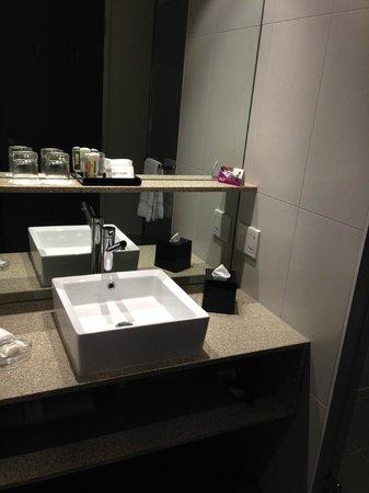 Pullman Adelaide : Bathroom balcony room