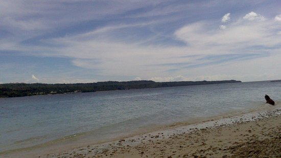 Isla Reta Beach Resort: Beachline.