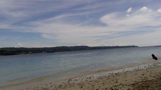 Isla Reta Beach Resort: Beachline
