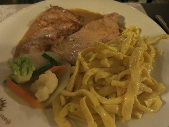 Restaurant Sonne: Rahmschnitzel mit Spätzle und Gemüse im Hotel Rest Sonne Offenburg