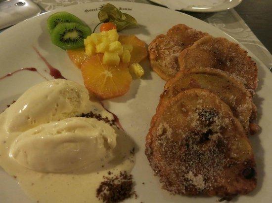 Restaurant Sonne: Apfelküchle mit Vanilleeis im Hotel Rest Sonne Offenburg