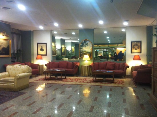 Concord Hotel: La hall