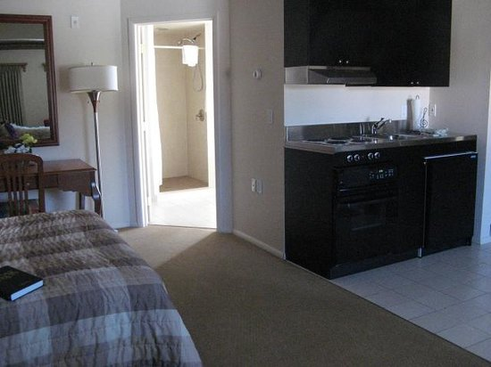 Silver King Inn & Suites: Suite