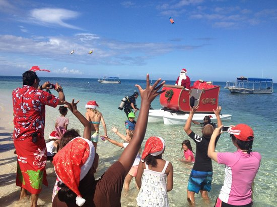 Castaway Island Fiji : Santa arrives - 2013
