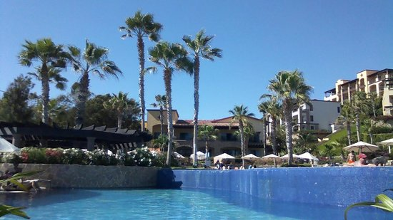 Pueblo Bonito Sunset Beach Golf & Spa Resort: The grounds are beautifully landscaped.