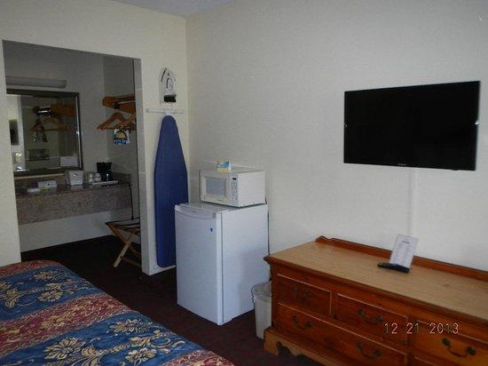 Days Inn Melbourne : TV, Microwave, Fridge