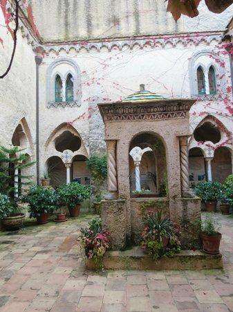 The cloister foto di giardini di villa cimbrone ravello tripadvisor - Giardini di villa cimbrone ...