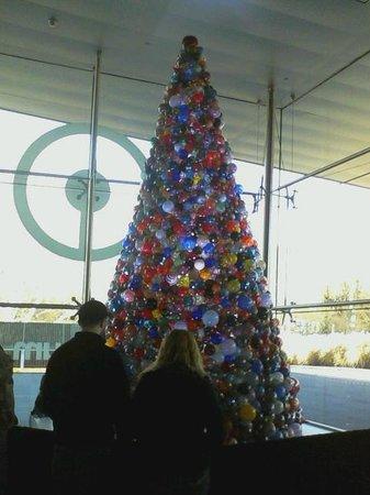 Corning Museum of Glass : Beautiful Glass Tree