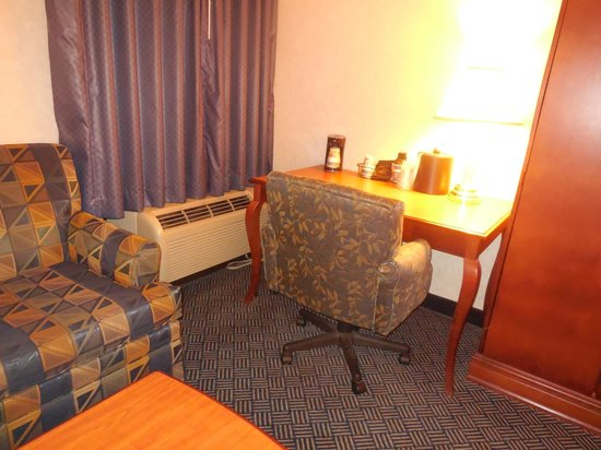 BEST WESTERN PLUS Dayton Northwest: Desk