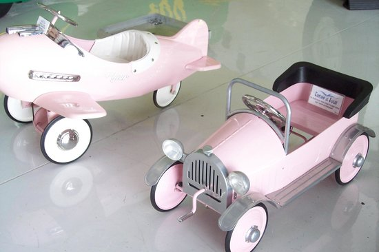Fantasy of Flight: Cute children's plane/car - all pink