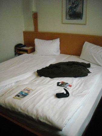 Olympia Hotel: Cama