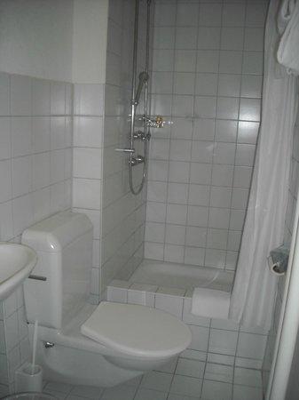 Olympia Hotel: Banheiro