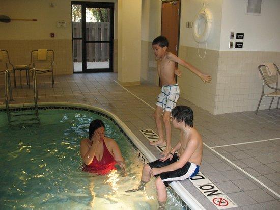 Quality Inn: Wow! This Inn has an indoor heated pool.