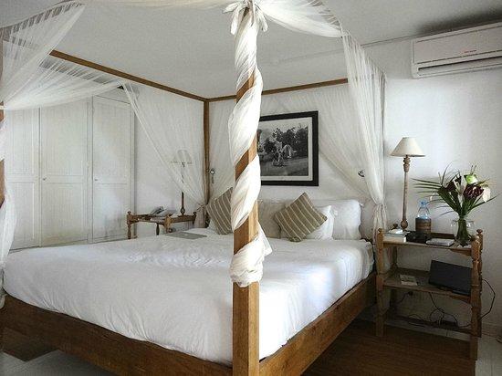 20 Degres Sud Hotel: Queensize à baldaquin de moustiquaires