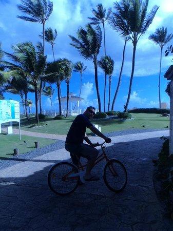 Paradisus Punta Cana Resort: Área do Hotel - empréstimo de bicicletas