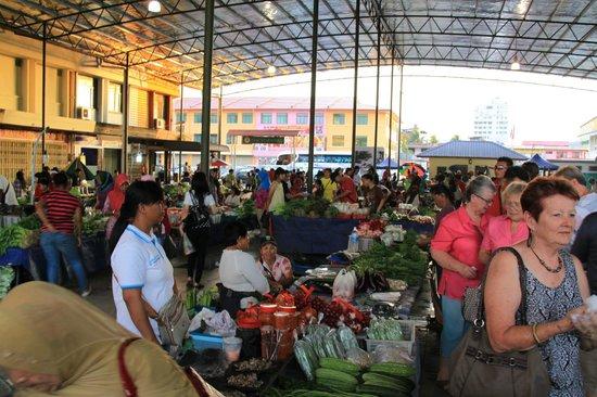 Hotel Perkasa: Local Market - Town Centre
