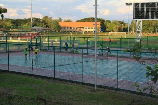 Hotel Perkasa: Tennis Courts alongside Stadium