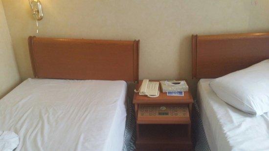 Merdeka Palace Hotel & Suites: Bed