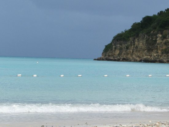 Halcyon Cove by Rex Resorts : Looking right from the beach
