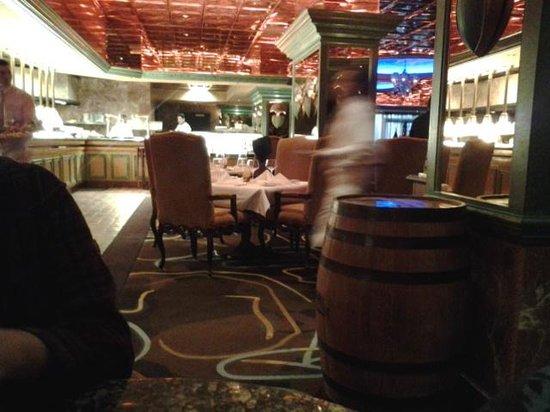 Bistro Napa: bar view into dining room