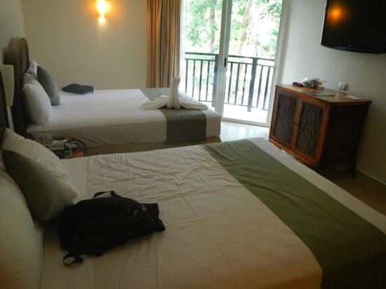 Sandos Caracol Eco Resort : small balcony in Select club