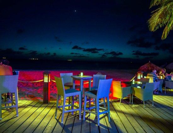 Tamarijn Aruba All Inclusive: Evenings are colorful at the Tamarijn