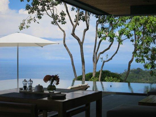 Kura Design Villas Uvita: breakfast with a view