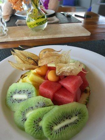 Kura Design Villas Uvita: fruit plate