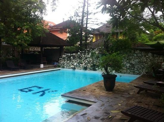 Kumala Hotel: piscina