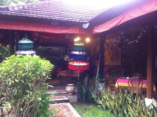 Kumala Hotel : entrata colazione